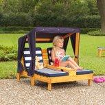 KidKraft Tweepersoons chaise longue met bekerhouders - honingkleur met blauwe en witte strepen